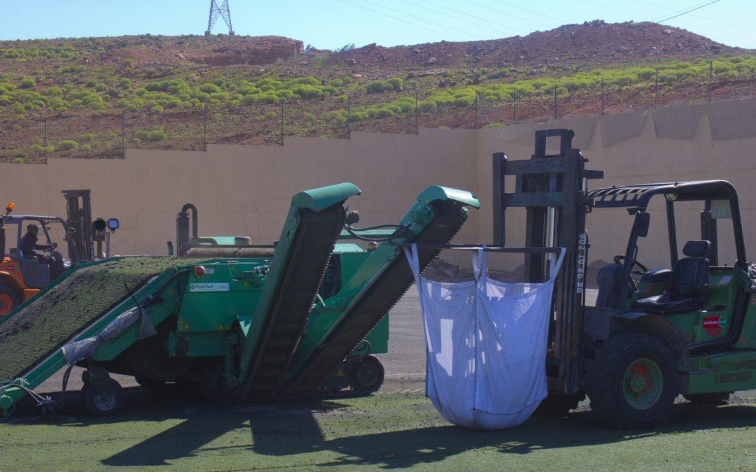 Retirada del césped del Campo de Fútbol de Agüimes con Green Machine de Fieldturf