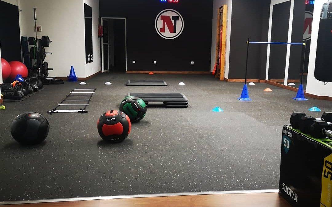 Pavimento deportivo, suelo laminado y material de entrenamiento funcional en Nestraining Center en Las Palmas