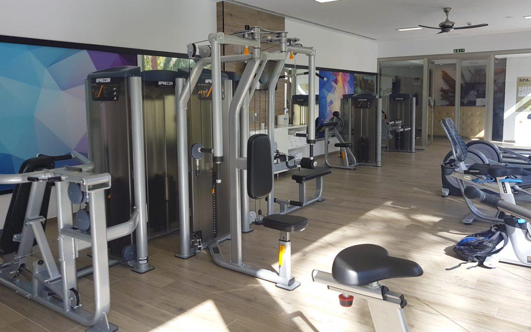 Máquinas de gimnasio marca Precor en el Hotel Riu Palace Oasis en Maspalomas