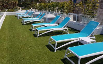 Césped artificial Fieldturf para Solarium Apartamentos Morea Bech